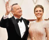 CORONAVÍRUS :: Tom Hanks e Rita Wilson são vistos de volta ao EUA após quarentena